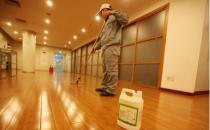 地板打蜡和涂刷底漆:周期性涂抹保养效果更佳-我爱生活网